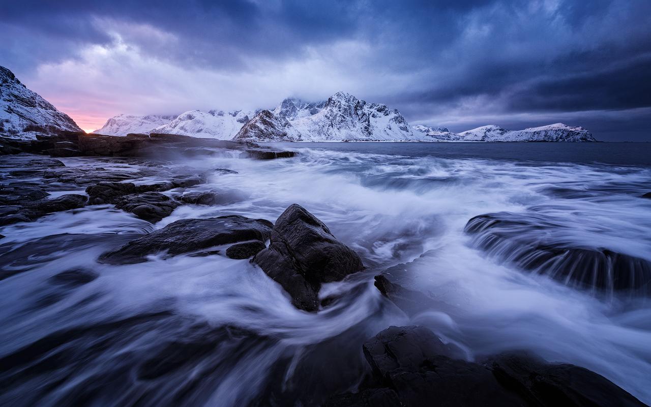 Roaring sea - Felix Inden