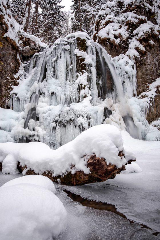 Wasserfall im Josefstal im Winter