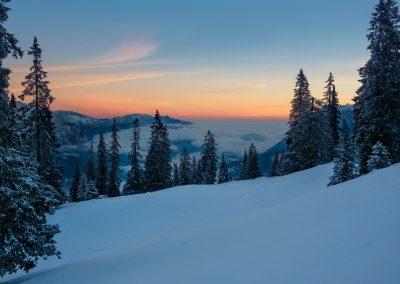 Sonnenaufgang im Winter mit Blick auf Garmisch Partenkirchen
