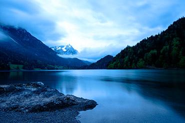 Wolkiger Morgen am See (Langzeitbelichtung) - www.matthias-foto.de