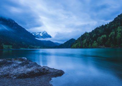 Wolkiger Morgen am See - Langzeitbelichtung