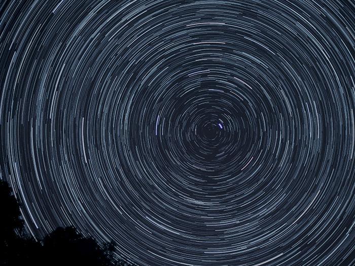Sternenhimmel fotografieren - Belichtungszeit: Sternenspuren / Startrails - www.matthias-foto.de